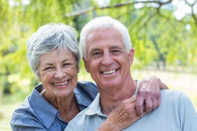 An older couple with dentures in Los Angeles smiling.